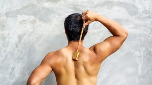 Relieving itch by using a back scratcher
